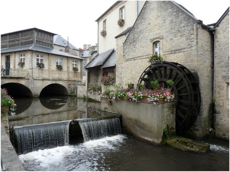 Caen bayeux haute normandie france cap voyage for Piscine haute normandie