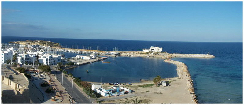 Vue aérienne du port de plaisance Marina Cap Monastir