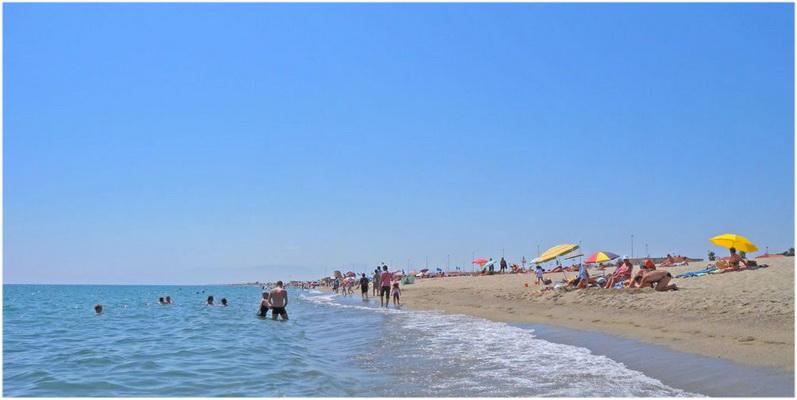 Plage,Port Barcares, region du Languedoc-Roussillon est une station balneaire et lieu de sejour de reve; plage, residences, hotels, campings, villages de vacances,...