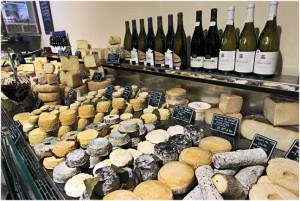 gastronomie, Bordeaux est situee au sud-ouest de la France,departement de la Gironde dans la region Aquitaine a tous les atouts pour un sejour de reve;nature,hébergement