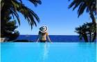lieu de vacances, Saint-Raphael,situee en Provence-Alpes-Cote d'Azur.France est une station balneaire avec un centre ville les pieds dans l'eau,dotee d'une nature paradisiaque avec plages,espaces verts,hotels,campings,...