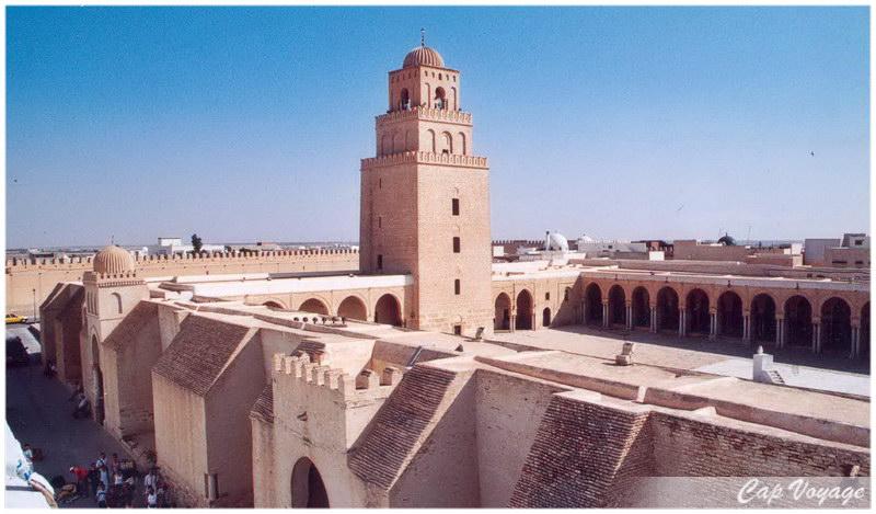 Vue externe de la Grande mosquee de Kairouan, voyage en Tunisie