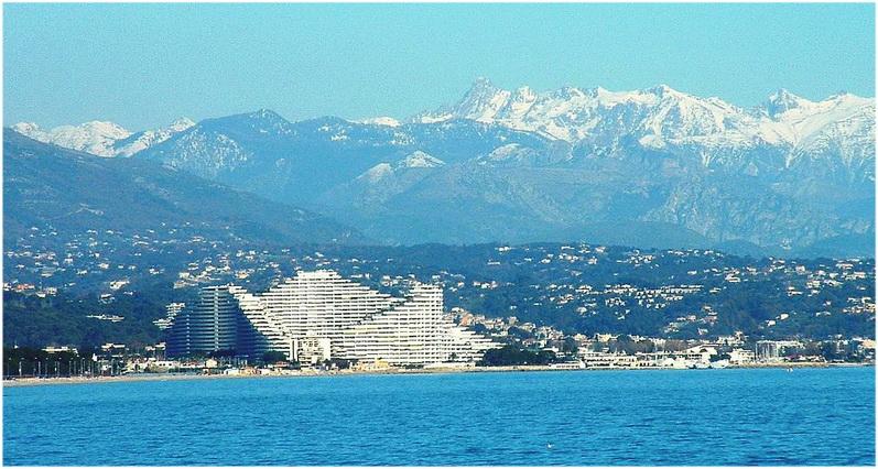 Villeneuve loubet p a c te d 39 azur france cap voyage for Piscine marina baie des anges