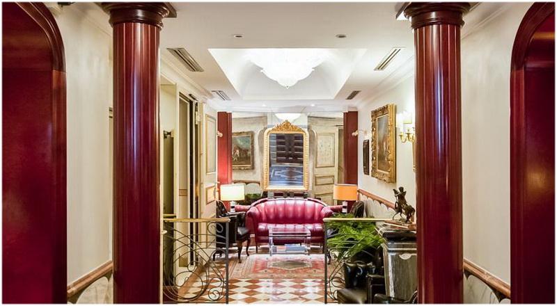 hotel holiday inn napoli naples italie cap voyage. Black Bedroom Furniture Sets. Home Design Ideas