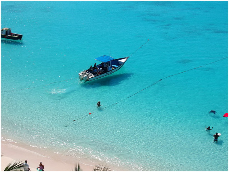 eaux claire de La baie de Carlisle, Barbade