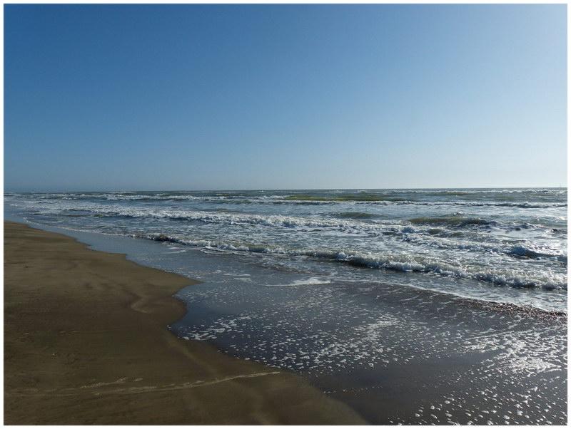 Le top 10 des plus belles plages de france cap voyage - Office du tourisme grau du roi languedoc roussillon ...