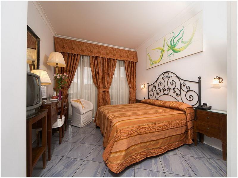 Hotel Ambassador, Naples, Italie, Chambre