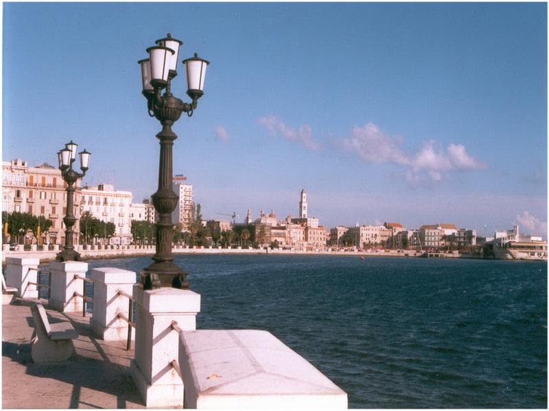 Bari, Italie, au bord de la mer