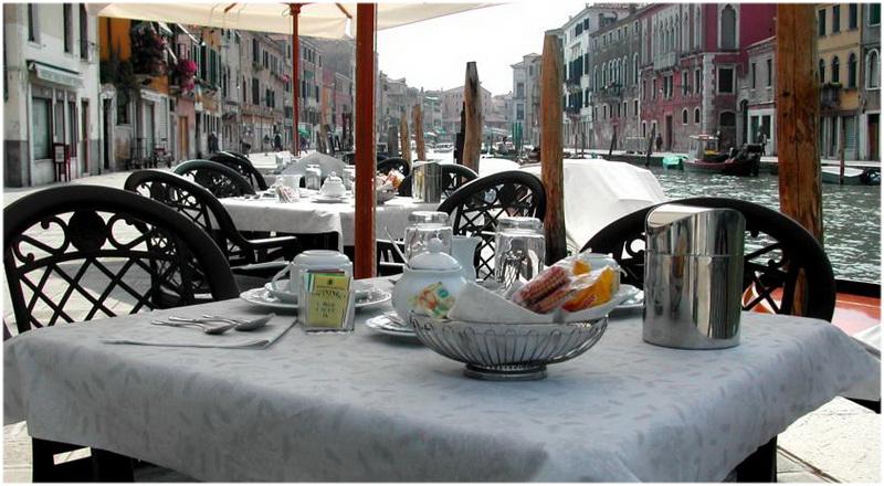 Hotel Ca' Dogaressa, Venise, Italie, Terrasse vue sur Canal