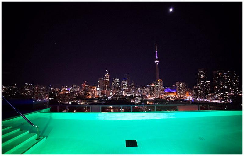 La piscine de l'hotel Thompson (Toronto, Etat-Unis)
