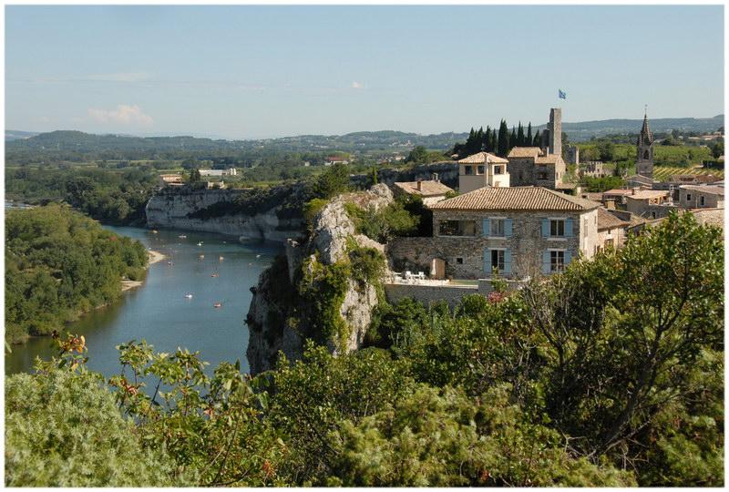 Languedoc-roussillon aiguèze