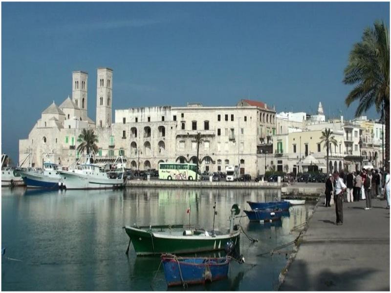 Tarente italie cap voyage - Piscine place d italie ...