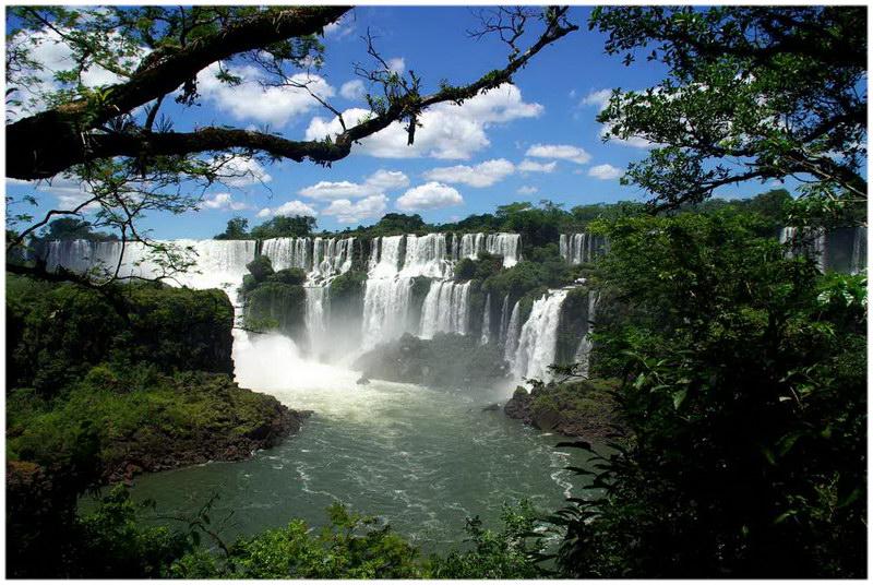 Les chutes d'Iguazu entre le Brésil et l'Argentine