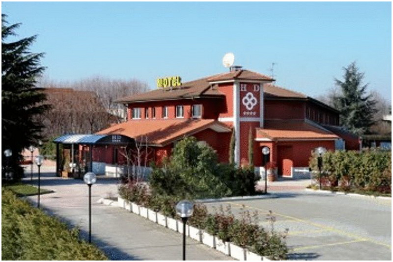 Hotel daniel milan italie cap voyage for Chambre cinquante sept