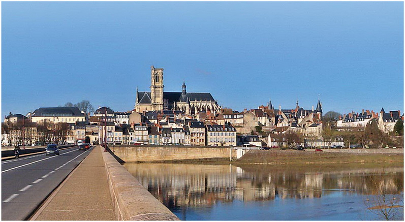 Nevers ni vre bourgogne france cap voyage for Piscine nevers