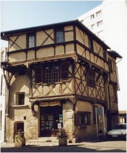 Cusset, Allier, Auvergne-Rhone-Alpes, France, ancienne maison