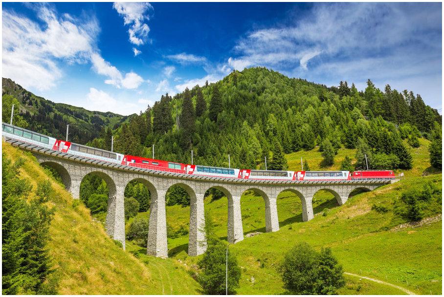 Oberalp-Pass-Via-Glacier-Express-suisse